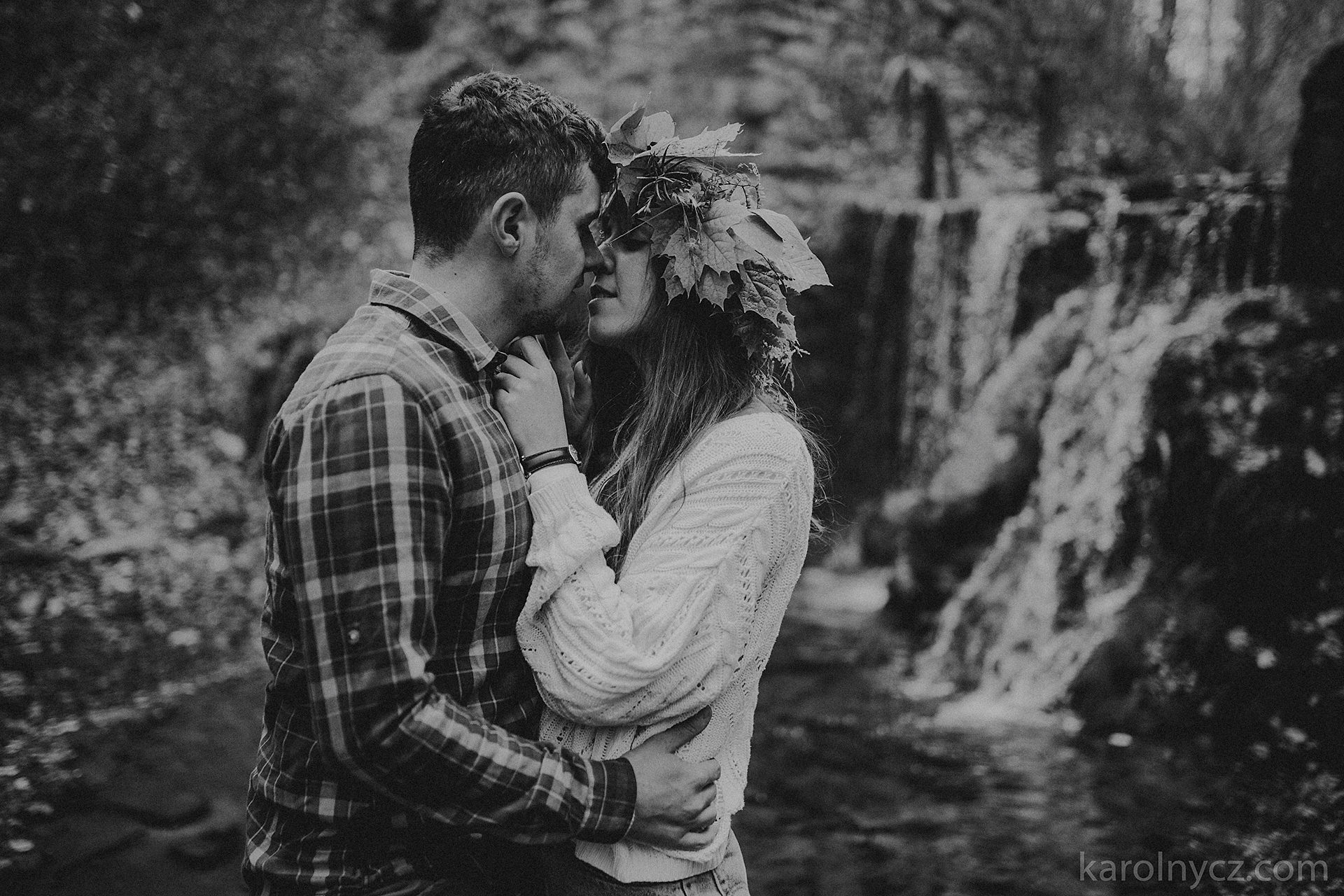 the beautiful forest scenery of the engagement session