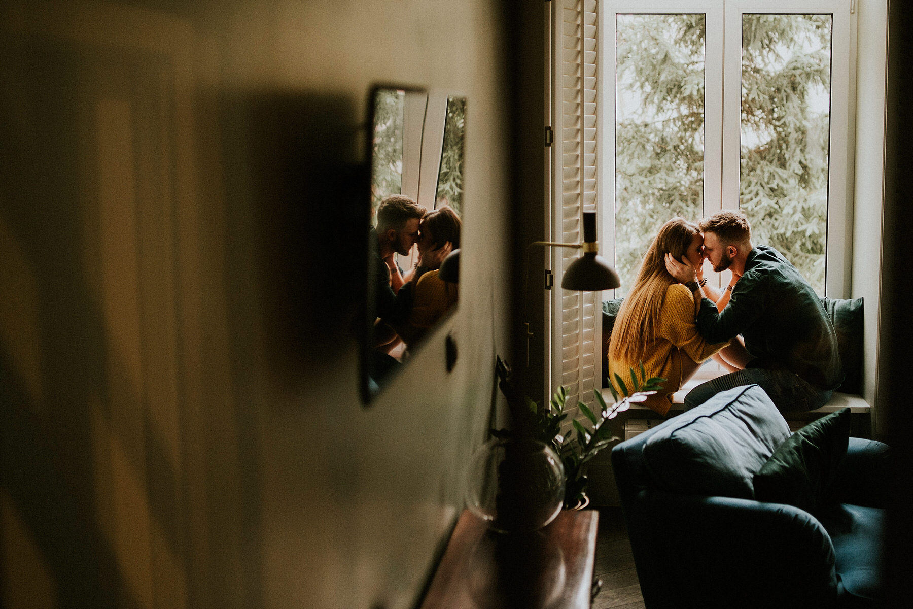 apartment engagement session in Krakow