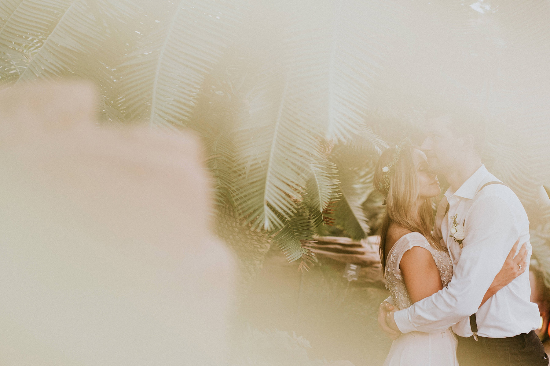 wedding photo session in the botanical garden