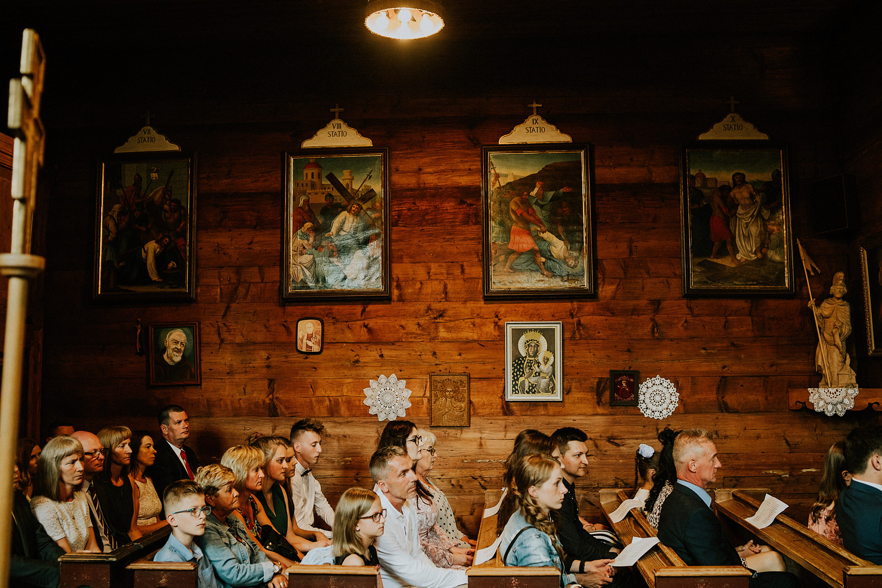 drewniany kosciolek na ślub