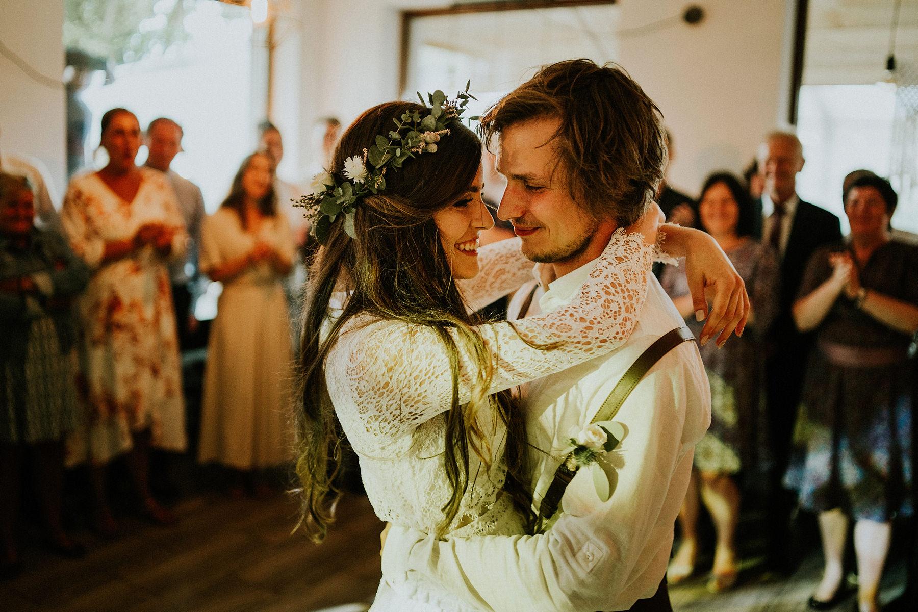 pierwszy taniec na weselu w stylu boho