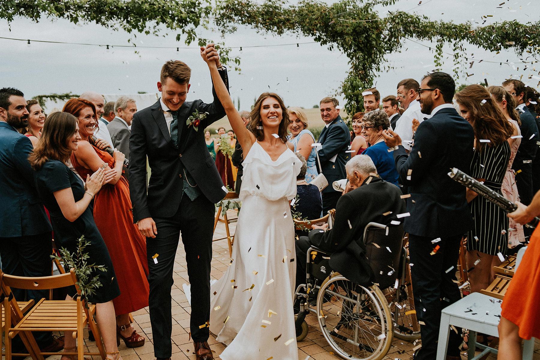 konfetti po ślubie plenerowym