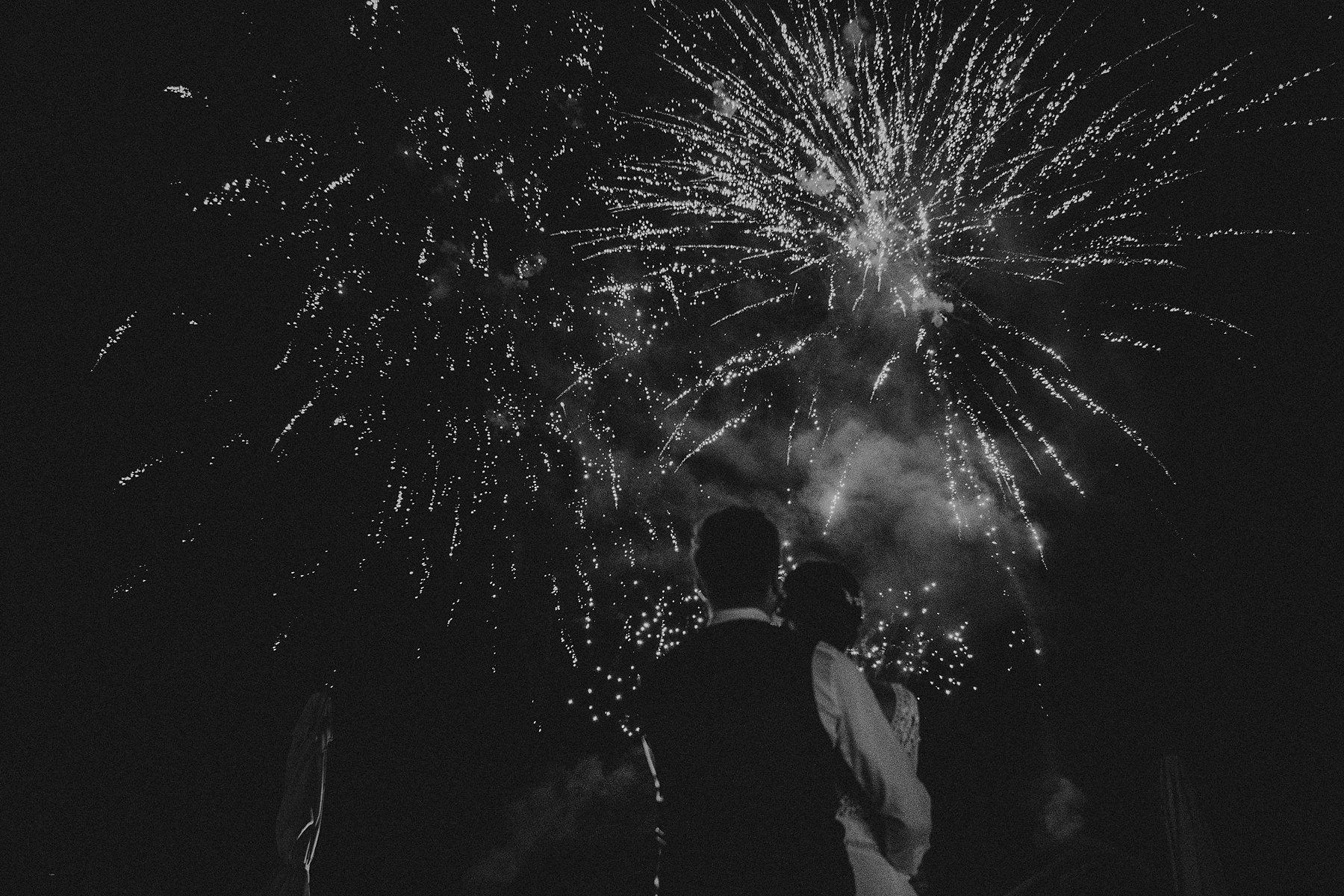 Rezydencja w Szczerym Polu pokaz fajerwerków