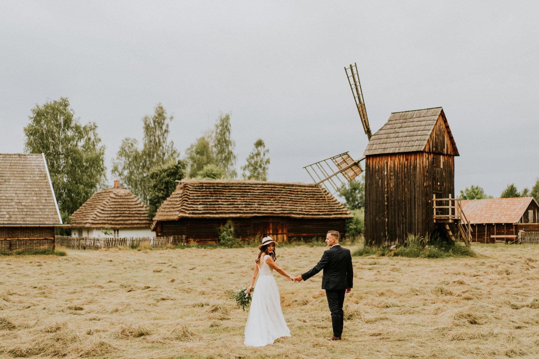 fotograf ślubny kraków sesja skansen