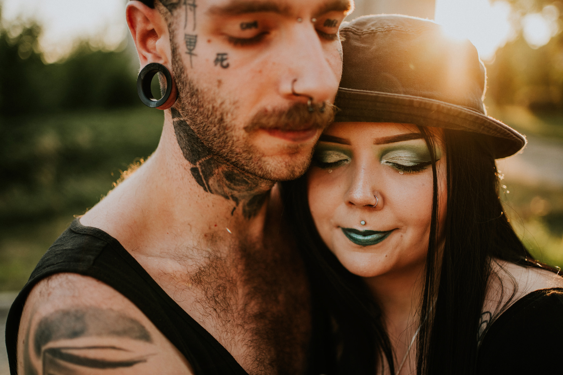 tattooed couple pictures krakow photographer